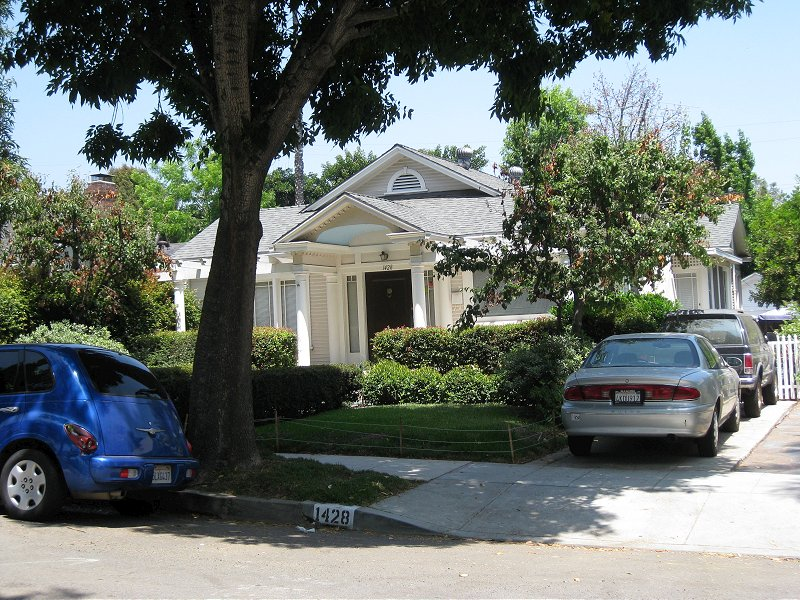 The House Located Across Street From Rosie S Also Looks Pretty Much Exactly Same As It Did In Wedding Singer Even Address Number Painted On