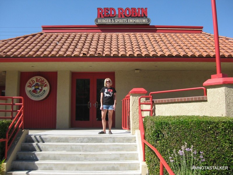 The Red Robin Restaurant from �Newlyweds� | IAMNOTASTALKER