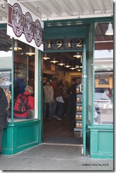 Pike-Place-First-Starbucks-33