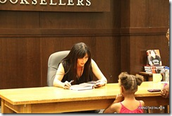 Shannen-Doherty-Book-Signing-(86-of-120)