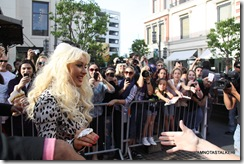 christina-aguilera-the-voice-extra-the-grove-230