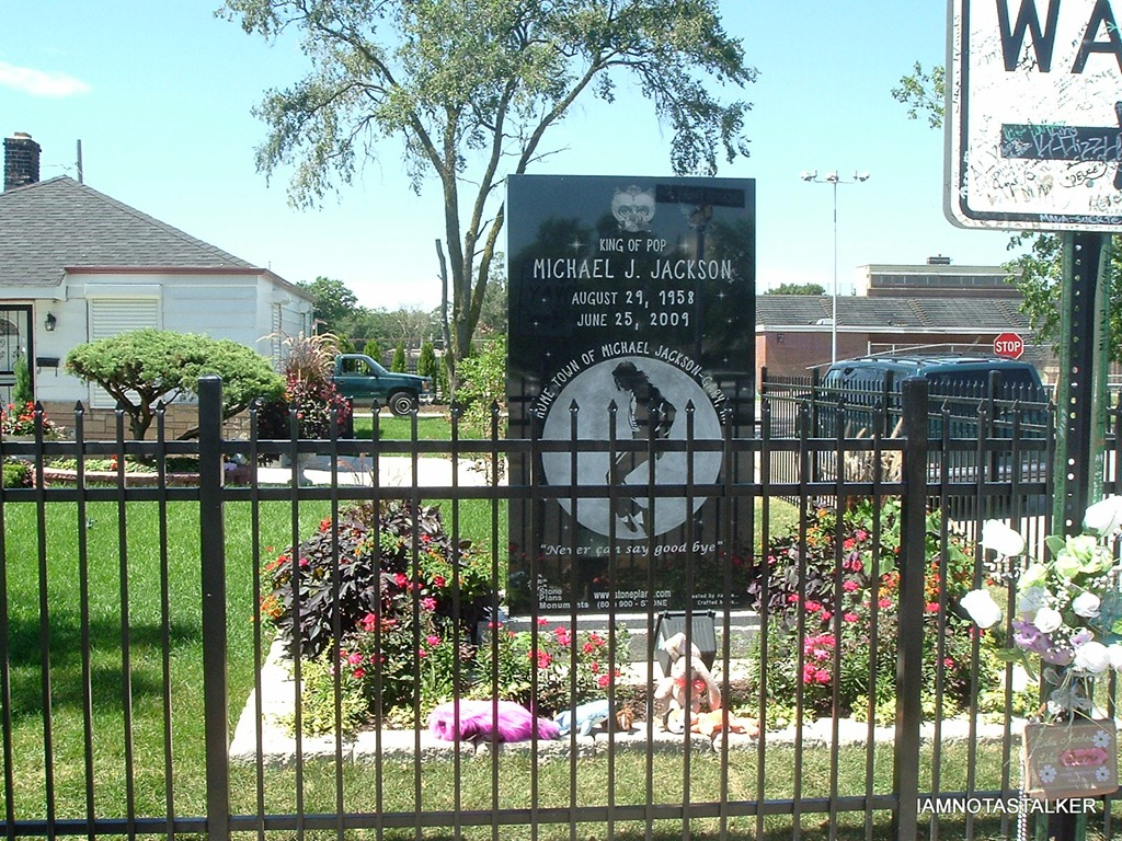Michael jackson 39 s childhood home in gary indiana for Jackson 5 mural gary indiana