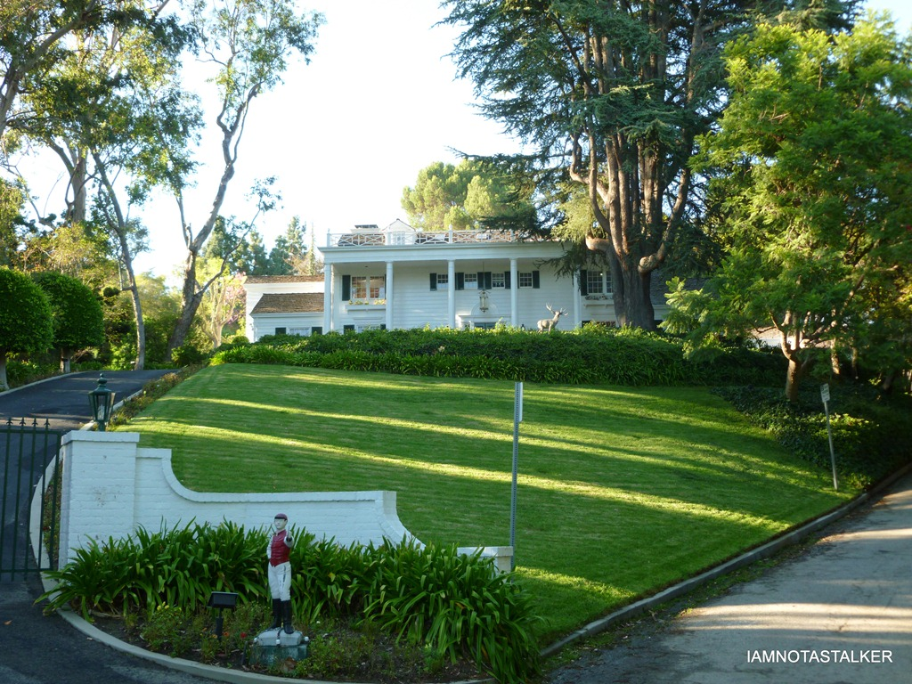 Joan crawford brentwood mansion related keywords joan for Crawford house