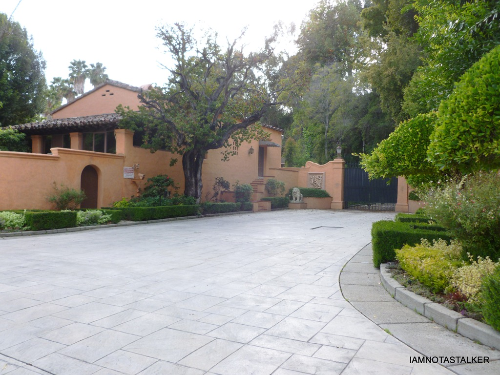 The bodyguard mansion aka the beverly house compound for A mansion house