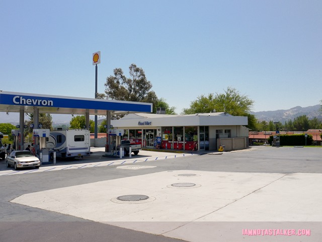 Little Miss Sunshine Gas Station (6 of 15)