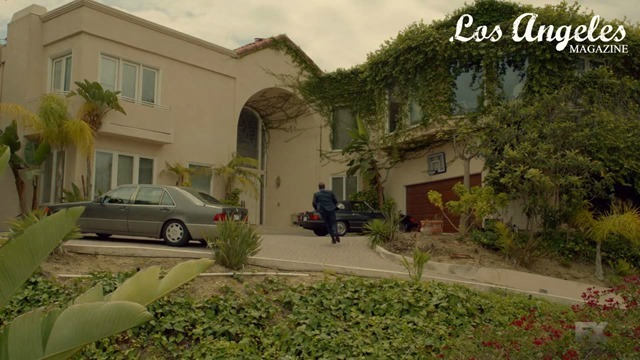 People v OJ Screen Cap - Kardashian House Exterior 1 (1)