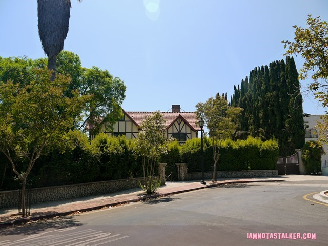 The Lights Out House-1200107